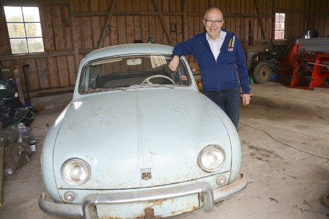 Kjøpt i 1962: Jørn Hilmar Fundingsrud (63) husker godt at bilselgeren hentet ham og foreldrene for å kjøre dem til Sannesund i Sarpsborg. Der satte den lille familien seg inn i den nye bilen og kjørte hjem.