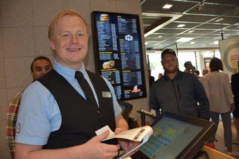 Daglig leder i McDonald's Jonas Renå. Trekker frem å være nøyaktig, gode holdninger og ha det gøy på jobb som kvaliteter de ser etter når de ansetter.