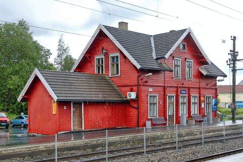 Innbyggertorgets inngang skal ligge maksimalt 400 meter fra inngangen tiljernbanestasjonen på Tomter.