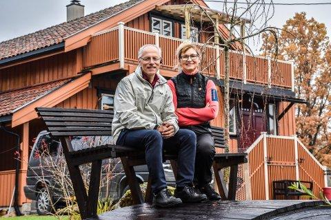 31 ÅR: Matti Johannes Funderud og Anne-Brit Stensrød er i Indre Østfold kjent for å drive den populære nisjebedriften Funderud Antirust AS. Bildet er tatt i fjor i forbindelse med at firmaet fylte 30 år.