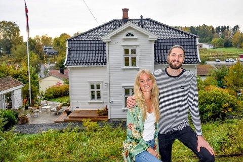 Drøyt tre måneder etter at de fikk tilslaget på over 100 år gamle Villa Vestheim på Knapstad, synes Kristine Klem Funderud (30) og Tor André Rugland (30) fortsatt det er nesten uvirkelig at de fikk det til.