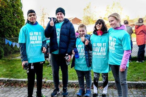 Blant de som bidro: Fawaz Mohammadi (f.v.), Daniel Solberg Larsen, Emil André Henriksen, Sara Jansen og Leah Emilie Klima Martinsen bidro til å støtte årets TV-aksjon.