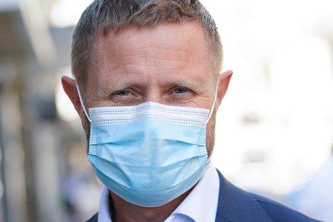 Helseministert Bent Høie vil ha munnbind på restaurantansatte også i kommunene rundt Oslo.