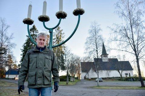 Tenner lyset:  Geir Bjørkli og nyetablerte Skjønhaug Vel tar ansvar. Nå planlegger de adventsfeiringen til helgen.