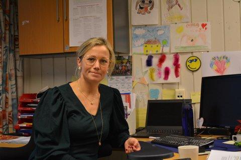 Rektoren roser medarbeidere, foreldre og lærere for å ha krummet nakken da det gjaldt. Året har inneholdt karantener for elever og lærere og smitte hos en foresatt.
