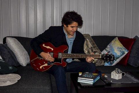 TROLLBUNDET: David har fra da han vært liten vært trollbundet av gitaren og countrymusikk.