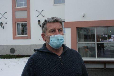 DRAMATISK: Jan-Tore Bariås (60) ante fred og ingen fare da han var på vei til jobb onsdag morgen. - Det kunne gått jævlig galt. sier han.