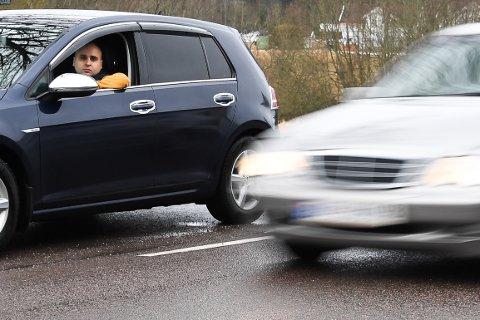 Babak Shock mener det kjøres for fort på fylkesvei 120 mot Lillestrøm.