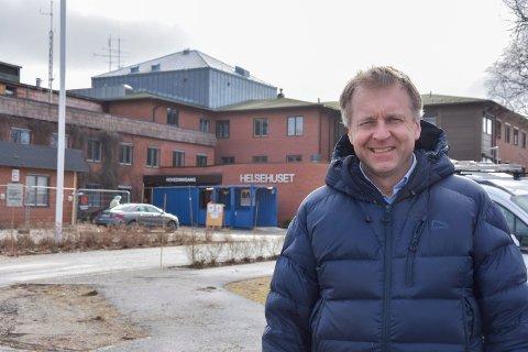 Trenger helsearbeidere: Ordfører Saxe Frøshaug appellerer til helsearbeidere om å melde seg til tjeneste i Indre Østfold kommune. - Vi planlegger for at flere vil bli syke og trenge hjelp, forklarer han.