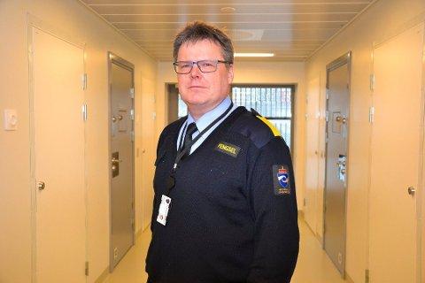 Vurderer: Helge Valseth og hans stab vurderer daglig om det er flere innsatte som kan slippes ut før tiden.