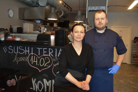 Marina og Sergei Vitsenko leverer sushi til kunder under koronakrisen. Nå takker de lokalbefolkningen for støtten.