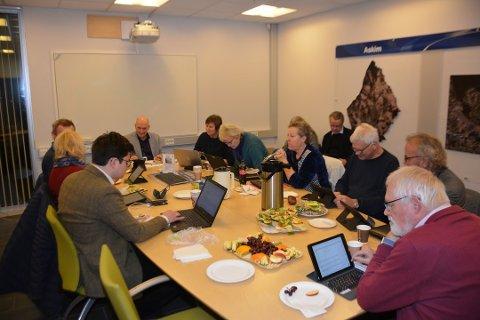 Espen A. Volden (t.v.) og Bjørnar Grønbech (t.h) har sammen med ytterligere to politikere i plan- og bygingsutvalget levert en formell klage på siste møte i utvalget. Bildet er fra et tidligere møte, før pandemien slo til.