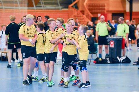 KAN BLI AVLYST: Smaalenene Cup samlet i fjor nærmere 200 lag og 2.200 spillere. Årets arrangement skulle bli enda større, men nå er det ikke sikkert det blir noe av. Koronasituasjonen i Norge gjør at arrangøren er usikker på om det lar seg gjøre å gjennomføre. Her er HK Eidsberg G2003 i aksjon fra en tidligere utgave av Smaalenene Cup.