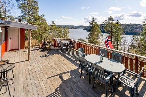 FLOTT: Nydelig utsikt fra terrassen på Aasen.