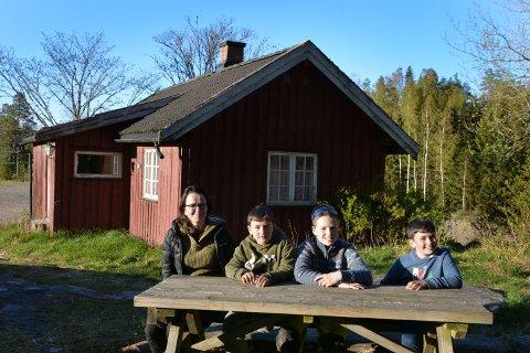 FAMILIESTED: Anne Julie, Harald, Oliver og Olav Graarud slår fast at Kvardal er deres samlingssted og hytte.