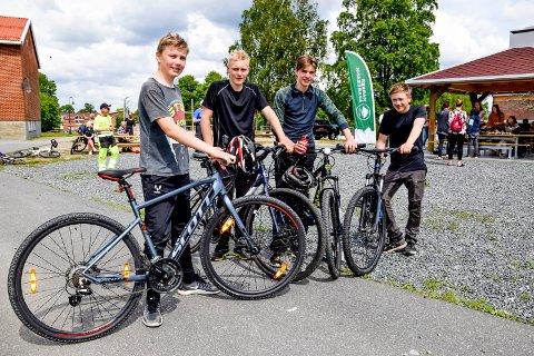 Guttene syklet flere mil av ruta og sto hele løpet ut; fra venstre Anton Buer (13), Sebastian Hattestad Nesset (15), William Olsen (15) og Sondre Jaavall (13).