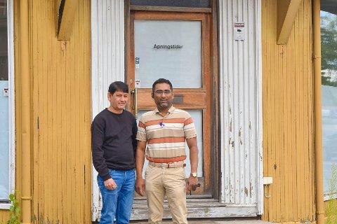UTVIDER: Nå skal Taj Mahal også dukke opp i Askim sentrum. Devndra Kumar Sharma og Sayed Ibrahim foran de nye lokalene ved gågata.