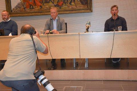 Koronaslagord: Det var under pressekonferansen forrige fredag at ordfører Saxe Frøshaug kom med slagordet han har blitt kjent for. – Det er ikke alt som er lov som er lurt, som hentydet til indre østfoldingense sverigeturer.