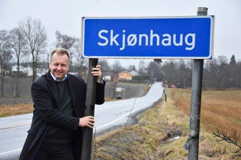 Bygdedebatt: Dragkampen om navnet på tettstedet er ikke over. Ordfører Saxe Frøshaug og flertallet av politikerne gikk for at navnet på tettstedt skal være Trøgstad. Men nå havner saken i Språkrådet.