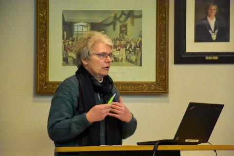 Anonymiserer smitten: Kommuneoverlege Barbro Kvaal vil ikke opplyse steder der de som har fått påvist Covid-19 i Indre Østfold bor. – Dette er vår holdning, forklarer hun.
