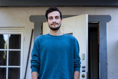 KORONASMITTET: Daniel Alexander Holm-Westhead (25) bosatt i Indre Østfold kommune fikk påvist koronasmitte i dag.