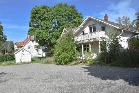 Rives: De gamle villaene i Skolegata er over 100 år gamle. Nå skal de rives.