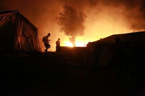 Flyktet fra brannen: Flyktninger som flykter fra brannen i Morialeiren i Hellas.