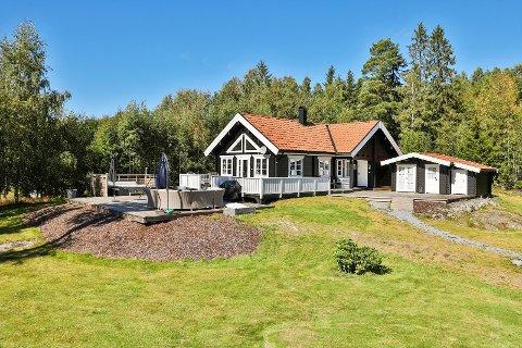 OVER PRISANTYDNING: Budrunden mellom fem personer endte med at hytta i Aremark ble solgt til 750.000 over prisantydning.