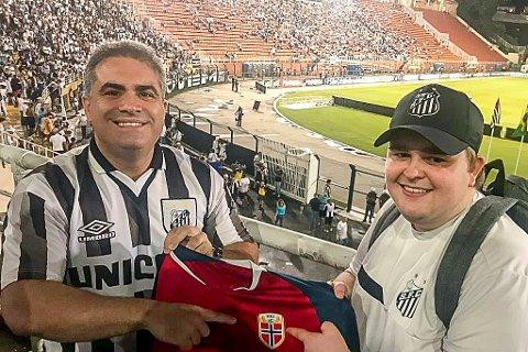 NORSK SAMARBEID: Orlando Rollo (t.v.) er president i den brasilianske toppklubben Santos FC. Nå har klubben inngått samarbeid med André Østgaard fra Knapstad. 27-åringen har fått i oppgave å gjøre klubben mer kjent i Europa.