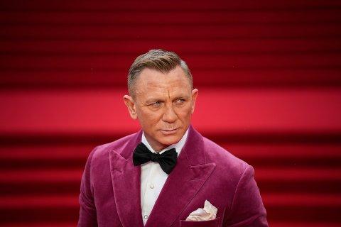 Daniel Craig spiller rollen som James Bond.