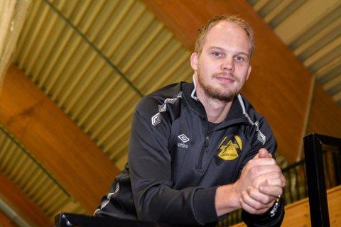 FORTSETTER: Spillende trener Erik B. Finstad hadde egentlig planer om å gi seg etter sesongen, men har bestemt seg for å fortsette.