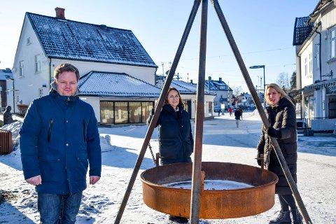Snart flytter de sine virksomheter inn i den tradisjonsrike bygningen i Askim; fra venstre Øystein Breivik, Hanne Therese Lunder og Anette Nielsen.