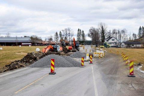 Fylkeskommunen er nødt til å grave over fylkesvei 128.
