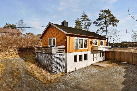 FASADE: Bygget består av fire boenheter, hvor to nå er til salgs.