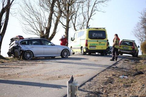 En bil kjørte av Solbergfossveien i Askim.