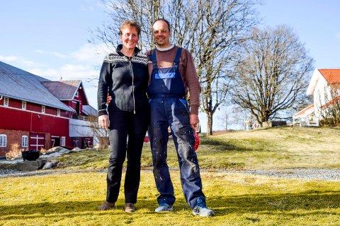 Selv om det ikke alltid var så lett å være innflytter i starten, har Grete og Jens Christian Elgetun funnet seg godt til rette og lever det gode liv på landet i Hærland.