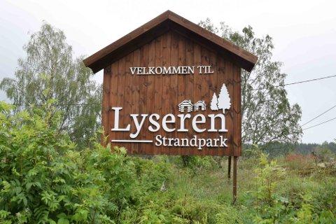Hyttene ligger i området som heter Lyseren Strandpark.