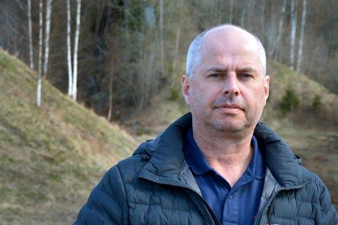 Kjetil Søreng erkjenner at det var han som tente på gresset. Deler av arealet under bråtebrenningen ses til venstre i bildet.
