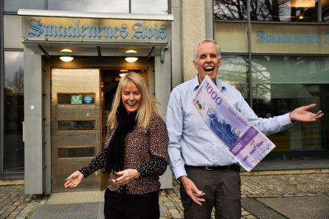 Markedssjef Kariann Westgaard og ansvarlig redaktør Jarle Bentzen håper det melder seg mange søkere når Smaalenenes Avis skal dele ut 400.000 til barne- og ungdomsaktivtet.