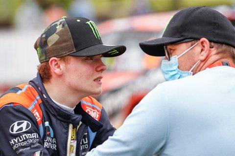 NEDTUR: Oliver Solberg hadde gledet seg til Rally Sardinia i Italia neste uke, men nå har pappa Petter Solberg testet positivt på korona.
