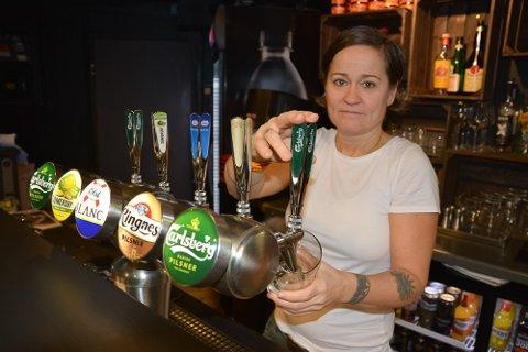 I fire år har Anette Storeide tappet øl til trøgstinger. Nå har hun bestemt seg for å legge ned driften.