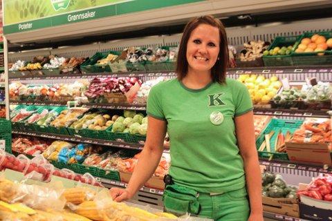 MANGE JOBBSØKERE: Butikksjef på Kiwi Vammaveien, Hanne Jordheim, kan glede seg over at mange ønsker og jobbe i butikken.