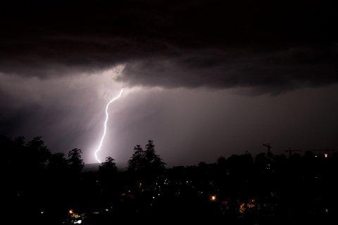 LYN OG TORDEN: Tordenværet har herjet i flere deler av landet den siste måneden.