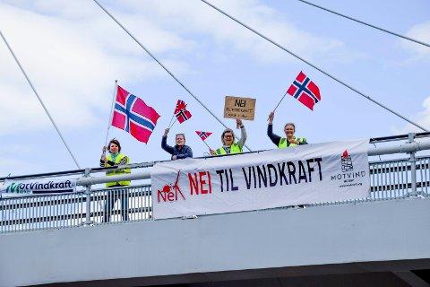 Denne kvartetten brakte den landsomfattende Bannerstafetten mot vindkraft i norsk natur til Norgesporten bru i Ørje og vindkraftbygda Marker.