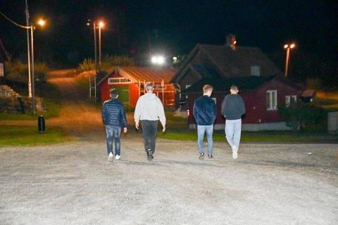 En gjeng gutter var vedd 23.00-tiden på vei opp til toppen av fortet for å delta i festen med de øvrige ungdommene.