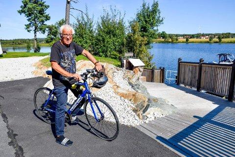 Ole Krog feiret 93-årsdagen sin på sykkelsetet i nydelig sensommervær mandag.