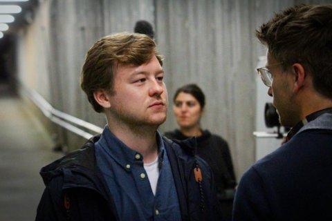 """GNISNINGER: Edvin Anstensrud (27) har jobbet med flere dyktige filmskapere. Her under innspilling av kortfilmen """"Gnisninger"""", regissert av Amanda-vinnende regissør Marius Myrmel."""