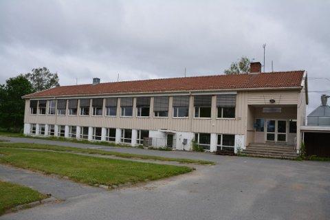 Kommunen måtte sette ned prisen for å få solgt Grimsby skole. Hvor stor kjøpesummen er, vil ikke boligkonsulenten røpe ennå.
