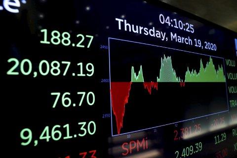 TREND: Stadig flere unge henger seg på og investerer i aksjemarkedet. I Askim har to tenåringer tjent gode åenger.foto: illustrasjon/ ntb
