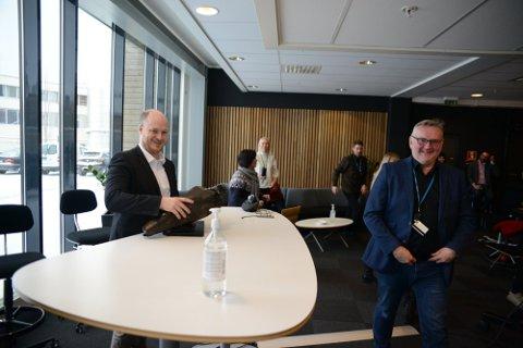 NY SJEF: Sivert Rossing (37), opprinnelig fra Steinkjer, er ansatt som sjefredaktør i Trønder-Avisa. Avtroppende sjefredaktør John Arne Moen til høyre.